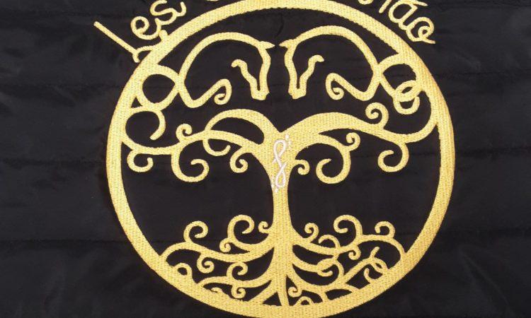 Logo brodé, personnalisé sur doudoune